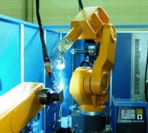 Instalación de vallado mediante paneles opacos para robots de soldadura