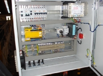 Interior de cuadro de mandos de seguridades