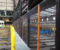 Instalación de vallado perimetral integrado en pasarela