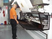 Protección abatible para máquina de huecograbado